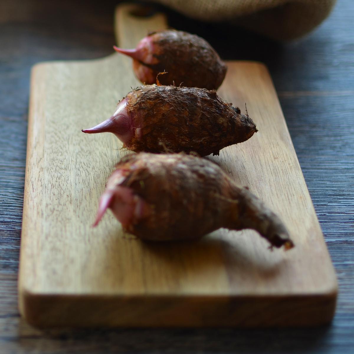 サトイモ赤芽セレベス1kg1280円